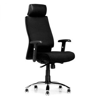 Boss kontorstol i svart tekstil og med armlener og nakkestøtte, skråstilt fra siden