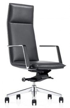 Caiser kontor- og konferansestol med høy rygg, armlener og svart skinn, skrått forfra