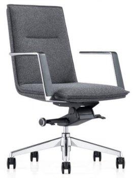 Caiser kontor- og konferansestol med lav rygg, armlener og grå ull, sett skrått forfra
